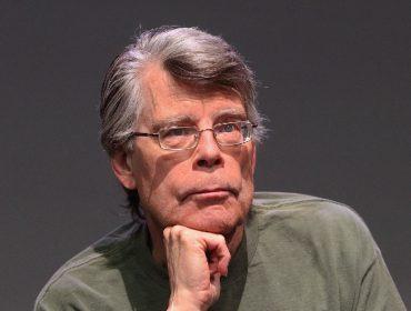 Empresa vai pagar R$ 5,4 mil para fã de Stephen King que mais se assustar vendo filmes baseados nos livros dele