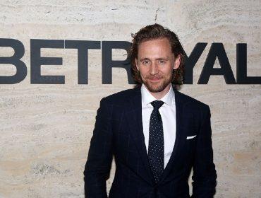 """Mulher tem orgasmo ao assistir peça da Broadway estrelada por Tom Hiddleston, o Loki de """"Vingadores"""""""