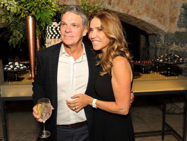 Soraya Corona pilota festa para o marido Edgard Corona em São Paulo