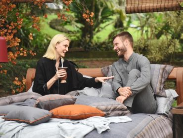 Carol Trentini e Rodrigo Hilbert tomam chimarrão e falam de suas especialidades, de pijama… e na cama. Oi?