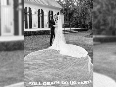 Frase de amor, marca hypada e outros detalhes do super vestido de noiva de Hailey Bieber