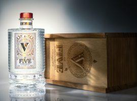 Tem gin novo 'made in Brazil' no pedaço. Bem-vindo At Five London Dry Gin!