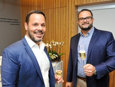 Carlos Eduardo Barsotti e e Alexandre Penna Torini recebem convidados para inauguração de sua clínica em São Paulo