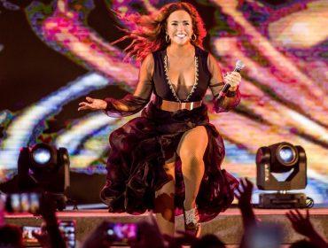 """Daniela Mercury esquenta para o Carnaval com música inspirada em """"Bacurau"""" e volta do Camarote da Rainha"""