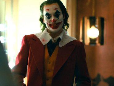 """Joaquin Phoenix, que abriu mão de salário para estrelar """"Coringa"""", vai embolsar uma bolada. Entenda!"""