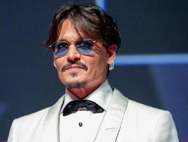 Johnny Depp produziu musical sobre Michael Jackson estrelado pela luva branca do cantor. Oi?