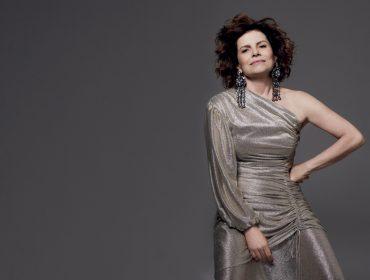 """Debora Bloch é estrela da capa da J.P de novembro e, aos 56 anos, revela: """"Fiquei 10 anos solteira. Mas agora rolou. Estou feliz"""""""