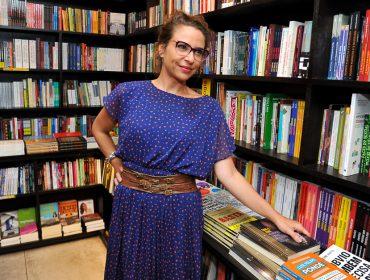 Rose Klabin lança livro sobre sua trajetória artística na Livraria da Vila, em São Paulo