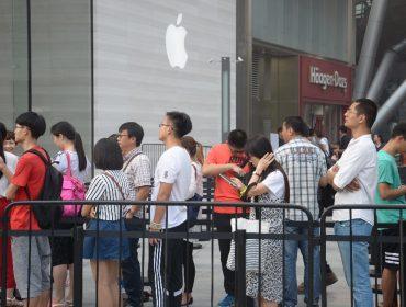 Só no mês passado, a queda na venda de iPhones na China foi de impressionantes 35%