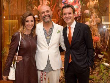 Hermès Iguatemi inaugura vitrine com instalação de Rodrigo Bueno