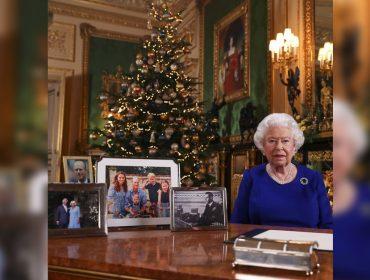 Rainha Elizabeth faz post de Natal e foto causa polêmica: cadê Meghan e Harry?