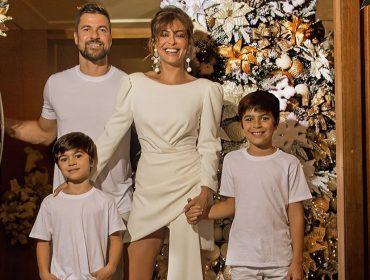 Assim como a realeza, Juliana Paes e família produzem foto para usar como cartão de Natal