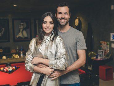 Carol Celico e Eduardo Scarpa recebem convidados em Happy Hour com Grey Goose