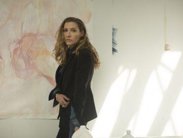 Janaina Tschäpe está a todo vapor e cheia novos projetos. Vem conferir o papo da artista interdisciplinar com a PODER