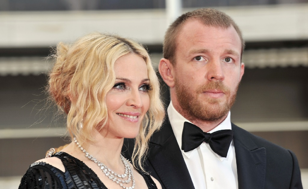Guy Ritchie decide processar Madonna, com quem foi casado, às vésperas do  Natal – Notas – Glamurama