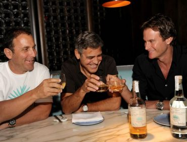George Clooney dá 'no show' em festa de sua marca de tequila por causa de projeto com a Netflix