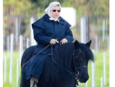 Aos 93 anos e dias depois de ter sido dada como morta, Elizabeth II é fotografada cavalgando