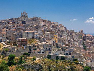 Cidade italiana que no começo do ano leiloou casas com lances iniciais de € 1 vive momento de renascença