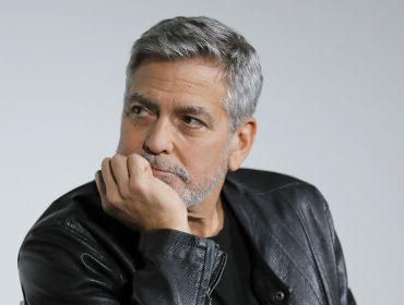 Parece que George Clooney anda de mau humor nos bastidores de 'Good Morning, Midnight'