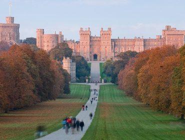 Família real britânica está em busca de novos funcionários, e os salários são de R$ 93 mil pra cima