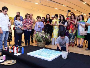 Prodígio das artes, pintor vietnamita de 11 anos cujas obras vendem por até R$ 612,1 mil estreia em NY