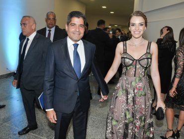 Inauguração do Centro de Convenções reúne artistas e alta cúpula política em noite de festa