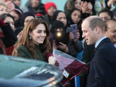 Em primeira aparição oficial pós-Megxit, Kate Middleton e William são aplaudidos por súditos