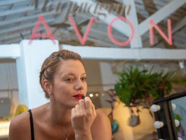Maquiadora Lina Bianchini indica três produtos da Avon para arrasar na make de verão