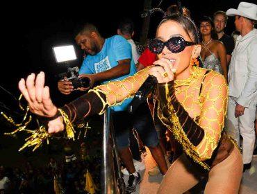 Acompanhada de turma de celebs, Anitta puxa pipoca em Salvador vestida de abelha