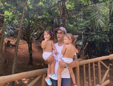 """Daniel Cady posta fotos das filhas gêmeas e seguidores não se conformam com o tamanho das meninas: """"Haja braço"""""""