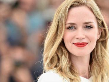 """Emily Blunt revela que haters a incentivaram a se tornar atriz e superar """"gagueira severa"""""""