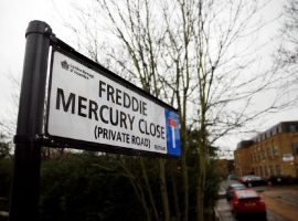 Freddie Mercury vira nome de rua em bairro de Londres onde viveu, que promete virar ponto turístico