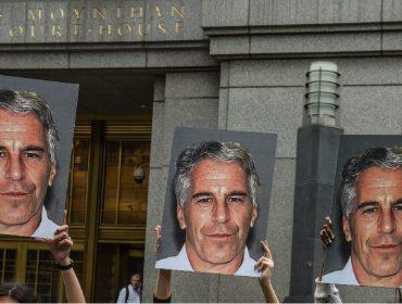 """Chamado de bilionário pela imprensa, Jeffrey Epstein tinha """"só"""" US$ 634 mi na conta quando morreu"""