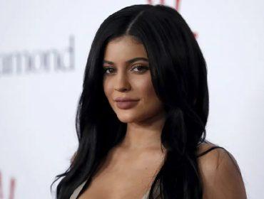 Kylie Jenner é processada por causa do nome comercial de sua filha, Stormi, que já vale milhões