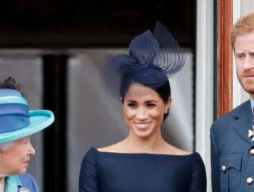 """Elizabeth II proíbe Meghan Markle e Harry de usar a expressão """"Sussex Royal"""" como marca registrada"""