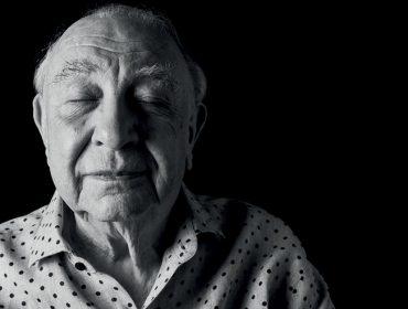 """Aos 80 anos, Sérgio Mamberti diz sentir-se com 15 para PODER: """"A energia que me move não veste pijama"""""""