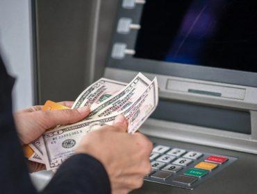 Bancos dos EUA estão sem notas de US$ 100 por causa dos saques em massa