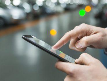 Sabia que 17 mil bactérias e possíveis vírus circulam pelo seu celular todos os dias? Limpeza já! Saiba como