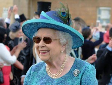 Ao contrário de outros líderes mundiais, Elizabeth II decide manter agenda apesar do surto de Covid-19