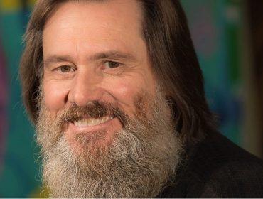 Jim Carrey avisa que vai entreter seus seguidores com o crescimento de sua barba. Oi?