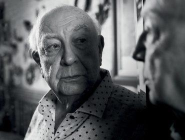"""""""A energia que me move não veste pijama"""". No aniversário de 81 anos de Sérgio Mamberti, relembre o ensaio do ator na PODER"""