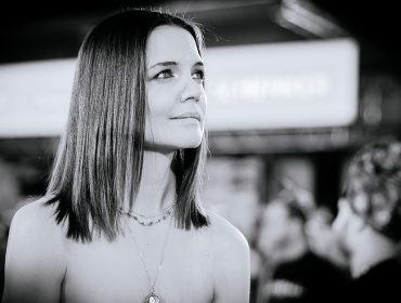 """Katie Holmes decide falar sobre divórcio com Tom Cruise depois de oito anos: """"Aquela época foi intensa"""""""