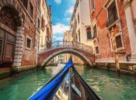 Italianos em quarentena cantam nas janelas para, assim como os chineses, espantarem a solidão
