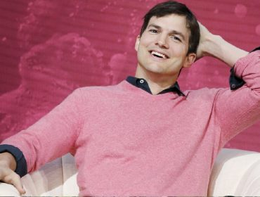 Entenda como Ashton Kutcher ajudou governadora do Iowa a resolver problema da Covid-19 no estado americano