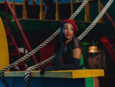 """Iza tem remix de """"Brisa"""" vazado no Fantástico e decide lançar versão: """"Espero que ajude e anime muita gente nessa quarentena"""""""