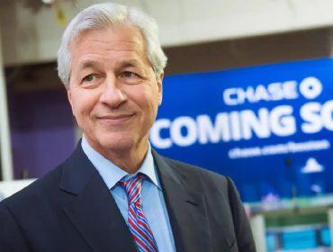 CEO do JPMorgan, Jamie Dimon está de volta ao comando do banco três semanas depois de operar o coração