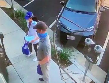 Meghan Markle e príncipe Harry são flagrados em meio à pandemia fazendo trabalho solidário em Los Angeles