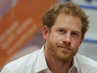 De acordo com a imprensa, Harry já estaria reclamando de sua nova rotina como 'plebeu' aos amigos mais próximos