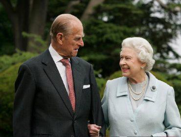 """Por """"culpa"""" do novo coronavírus, Elizabeth II e príncipe Philip voltam a morar juntos depois de mais de 2 anos separados"""