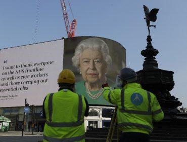 Britânicos se organizam para cantar um 'Parabéns a Você' de suas janelas no aniversário de Elizabeth II